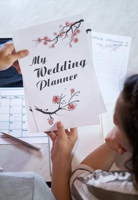 Planning a wedding future bride and groom use wedding planner